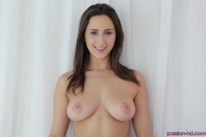 Ze heeft mooie borsten